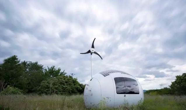 完全靠太阳和风功能,收集雨水使用