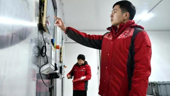 京东物流上线全国首个电商冷库货到人拣选系统